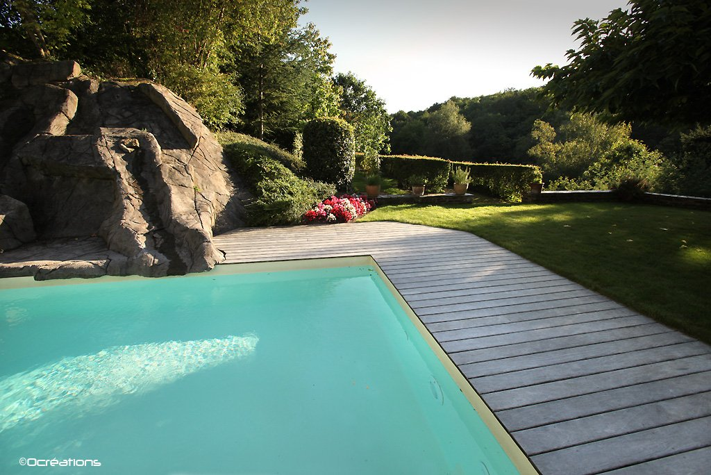 Piscines d ext rieur at for Constructeur de piscine naturelle